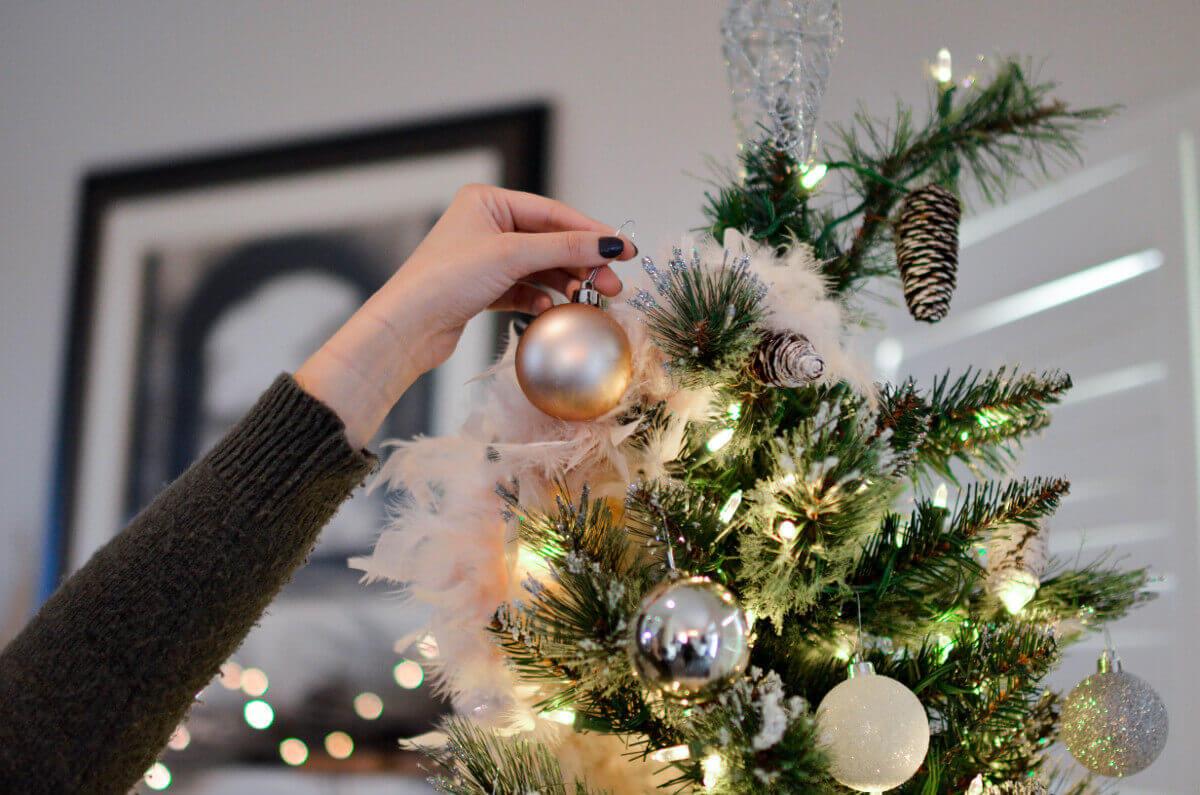 Jõulukuuse ehtimine