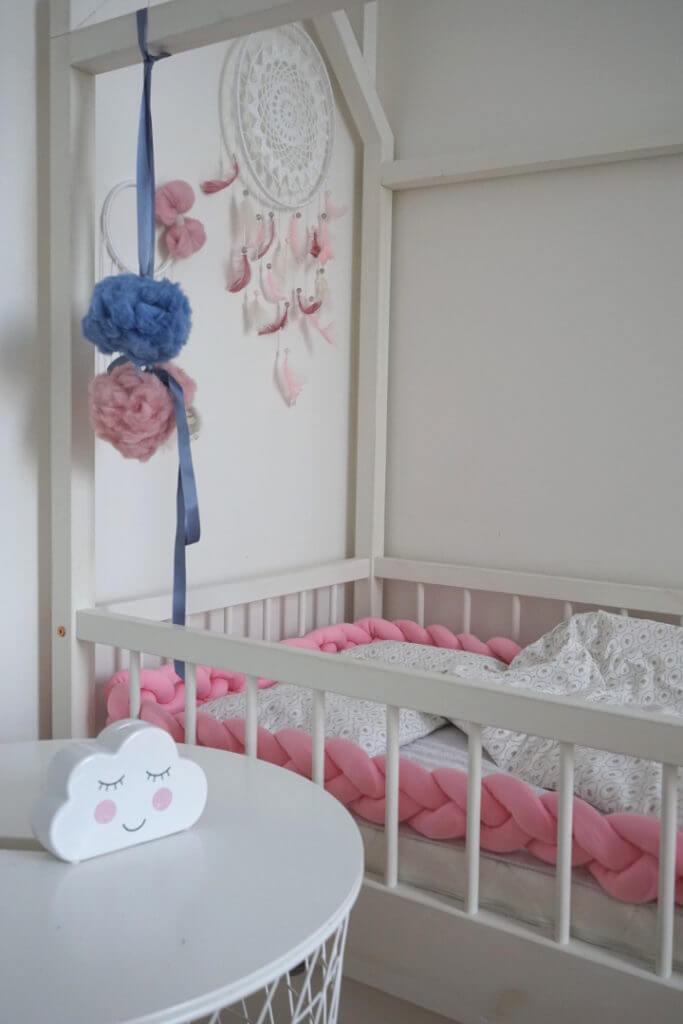 vajalikud-beebitooted-voodipehmendus-beebiroosa