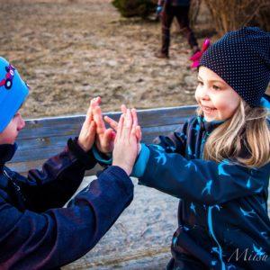 Lapsed-käsitöö-mütsidega