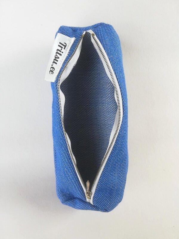 Helesinine kott punase, valge, sinise lukuga üks tasku