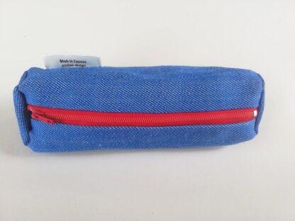 Teksariidest kott sinise, punase ja beezi lukuga