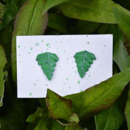 väikesed kõrvarõngad roheline