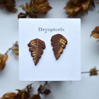 väikesed lehekujulised kõrvarõngad pruun
