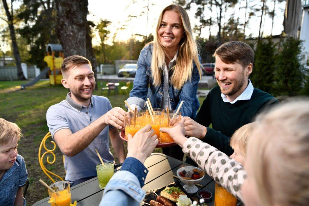 seltskond-sutu-pilliroost-joogikõrtega